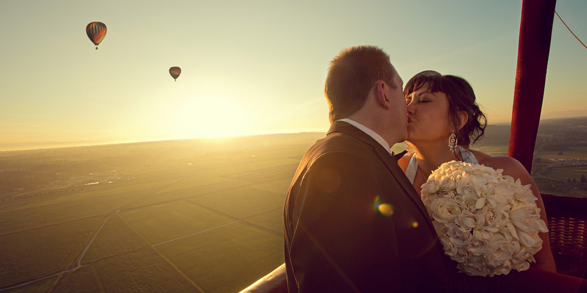 hot-air-balloon-wedding-kiss-sunset-feature